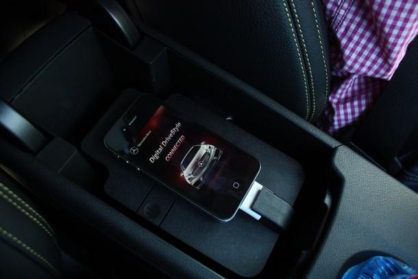 drive-kit-plus-mercedes-benz-cla-iphone-4-4s-5-00