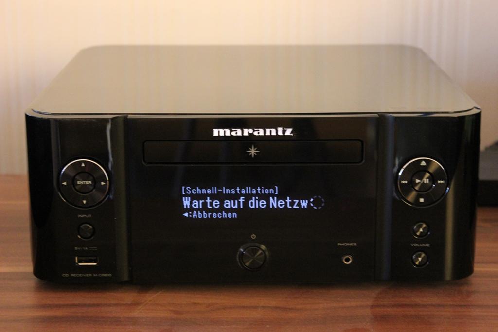 Gut lesbares und großes Display auf der Vorderseite des Marantz MCR610