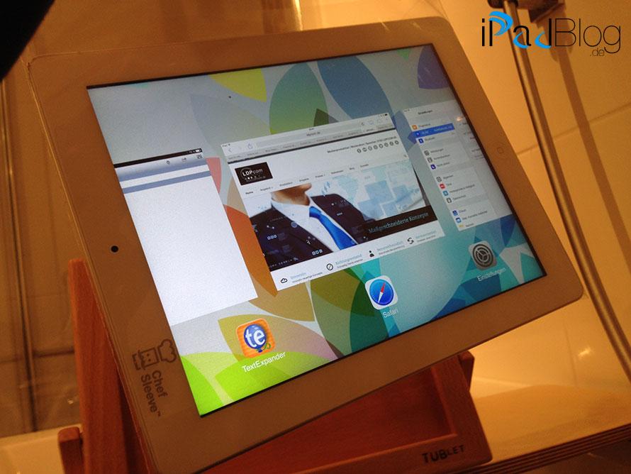 Schwer zu erkennen, aber die Frischhaltefolie schützt das iPad vor Spritzwasser perfekt