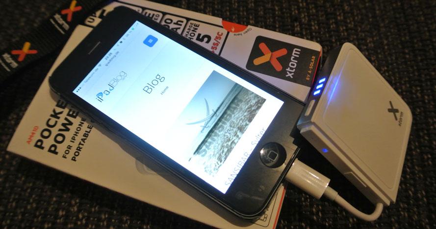 XTORM Pocket Power Bank 410 am iPhone mit iPadBlog.de Seite