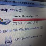Wer kennt es nicht, die Festplatte des Computers ist randvoll. Eine neue Festplatte wäre in diesem Fall gut, aber sind dann nicht alle meine Daten futsch? Die Antwort darauf lautet nein und nicht nur die Daten werden beibehalten, sondern auch das gesamte Betriebssystem und alle dazugehörigen Einstellungen! Wie dieser Vorgang funktioniert seht ihr in unserer Fotostrecke.