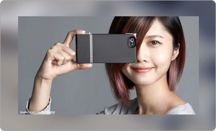 Eine Dame fotografiert mit einer SNAP! 6 Hülle für das iPhone 6